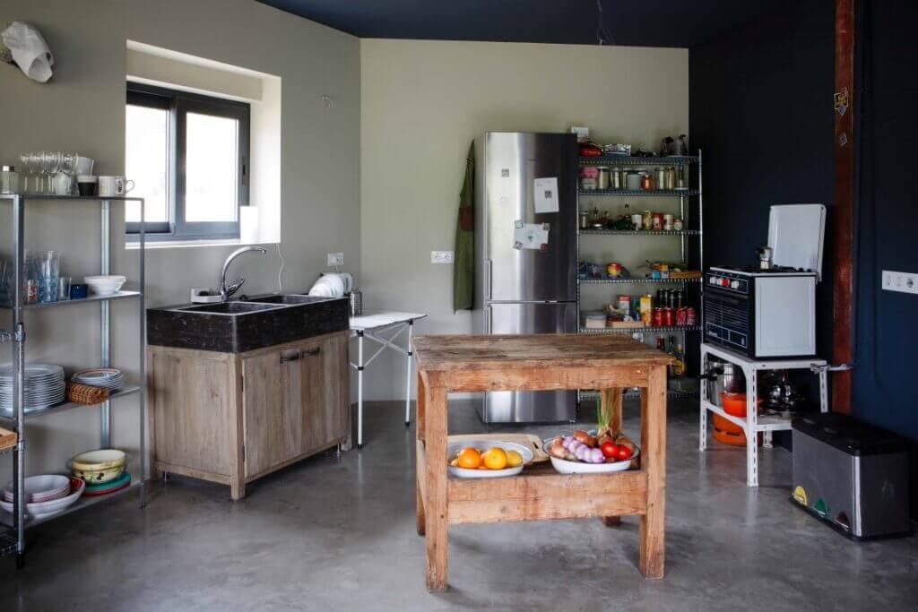 cocina con suelo de microcemento - Decoraciones Montoya